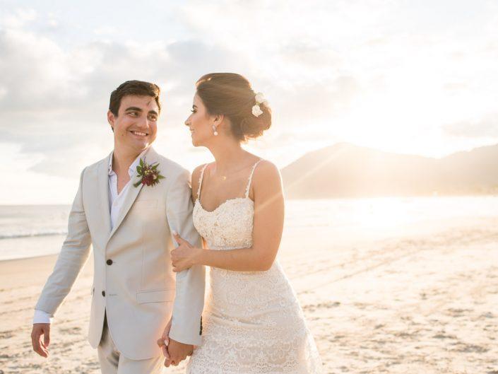 Casamento Pé na Areia no Parador Maresias | Ba & Vini